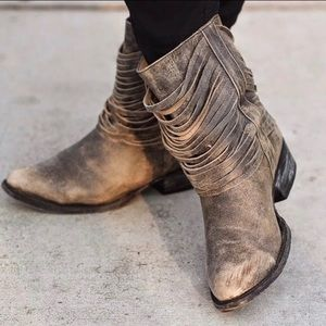 Matisse brown distressed ankle bootie size 7